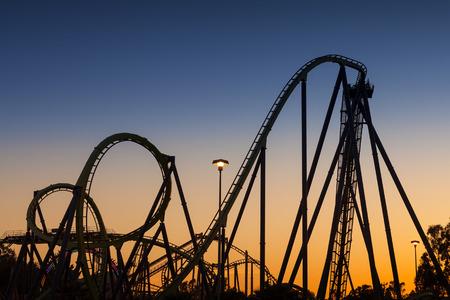 Roller Coaster Silhouet bij zonsondergang