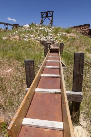 prospector: Vieja esclusa de extracción de oro y el marco de la cabeza.