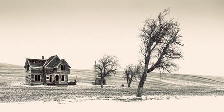 Oud verlaten landbouwbedrijfhuis dichtbij Dufur, Oregon Stockfoto