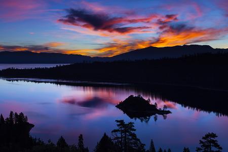 Emerald Bay, Lake Tahoe, California at sunrise. 版權商用圖片