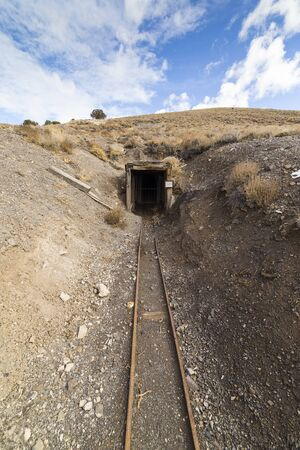 Old abandoned gold mine entrance in the Nevada desert near ghost town. 版權商用圖片