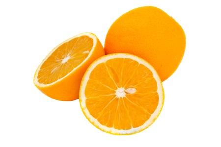 naranjas: jugosas naranjas brillantes aisladas sobre fondo blanco Foto de archivo