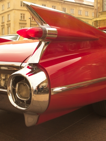 futurystyczny fin z zabytkowych samochodów Amerykański Czerwony