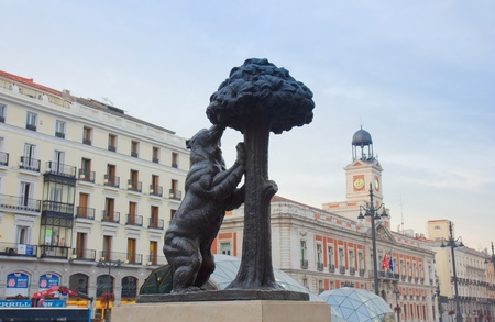 del: bear with strawberry tree - symbol of Madrid, Spain