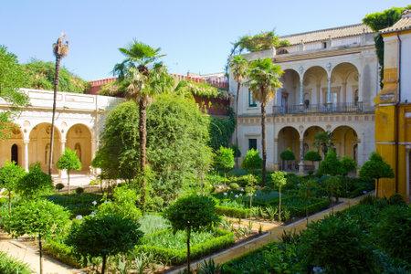 Patio con jardín de la Casa de Pilatos, Sevilla, Andalucía, España Foto de archivo - 14699941