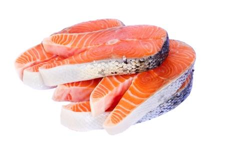 rohen Lachs Steaks isoliert auf weißem Hintergrund Standard-Bild