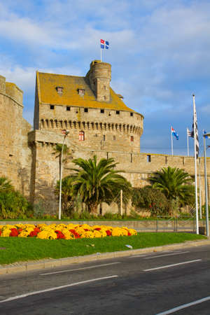 st malo: Ancient defensive walls of the city of St. Malo, France Stock Photo