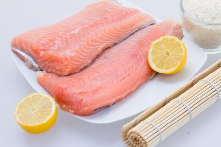 Prima de salmón Filete de salmón con limón en la placa Foto de archivo - 19195345