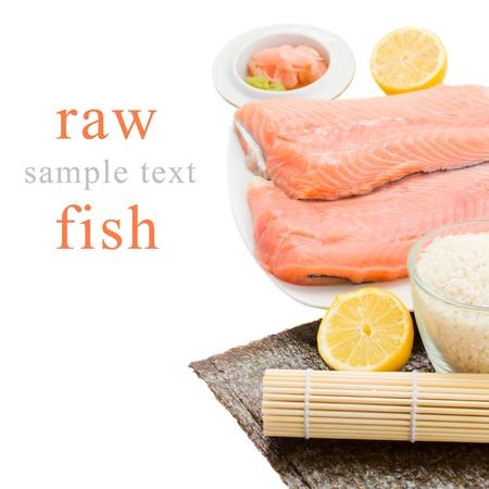 Prima de salmón Filete de salmón para el sushi con los limones en la placa Foto de archivo - 19195355