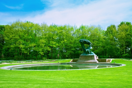 frederic chopin monument: Lazenki park with famouse Chopin statue, Warsaw, Poland