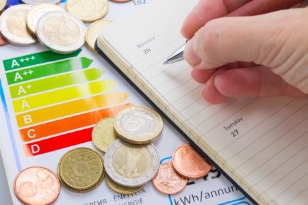 ahorro energetico: Concepto del rendimiento energ�tico con la carta de calificaci�n energ�tica