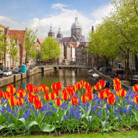 amsterdam: Church of St Nicholas, old town canal, Amsterdam, Netherlands