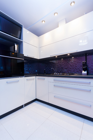 violet residential: modern kitchen