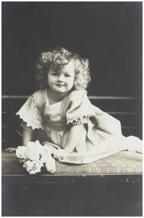 fashion photos: old photo portrait of baby girl