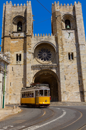 se: Se cathedral with yellow tram, Lisbon, Portugal