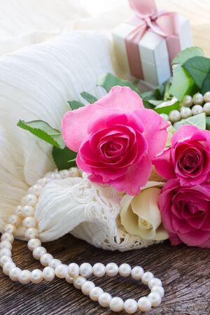 rosas naranjas: rosas de color rosa y naranja con encaje