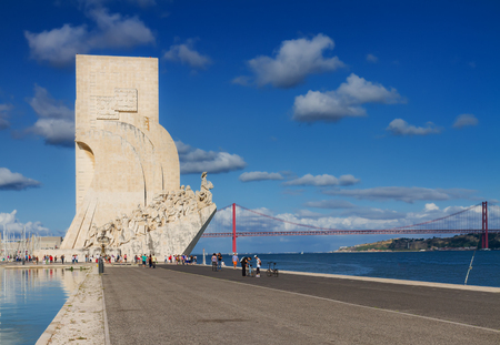 descubridor: terrapl�n del r�o Tajo, Lisboa, Portugal