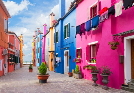 ブラーノ島、ベニス、イタリアの色とりどりの家