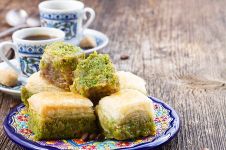 터키의 즐거움 - 터키의 커피와 함께하는 전통적인 바클 라바