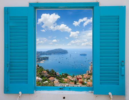 Ventana de la Provenza con vista de Costa Azul, Francia Foto de archivo - 45060912