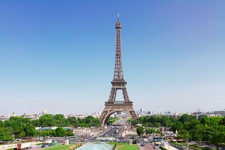 Eiffeltoren en Parijs skyline in de zomer zonnige dag, Frankrijk