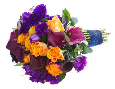 white callas: Ramo de la cala lilly, rosas y eustoma flores aisladas sobre fondo blanco Foto de archivo