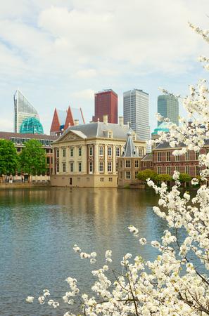 den: Mauritshuis building over pond, Den Haag,  Netherlands