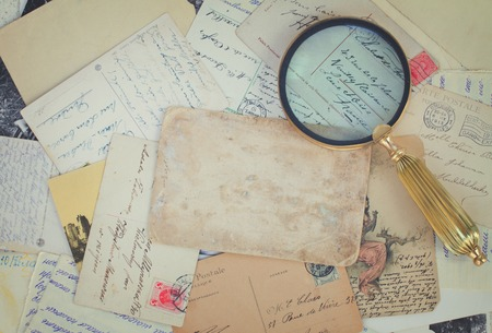 cartas antiguas: pile of old letters and antiques  vintage background with copy space, retro toned Foto de archivo