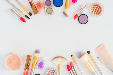 Kleurrijke make-up plat scène met kopie ruimte Stockfoto