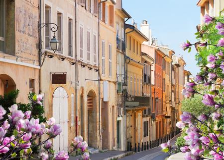 엑상 프로방스의 오래 된 마을 거리 봄, 프랑스 스톡 콘텐츠