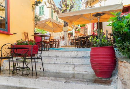 small street of Placa district in Athens, Greece Stok Fotoğraf