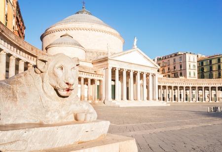 Sluit omhoog details van Piazza del Plebiscito, Napels Italië