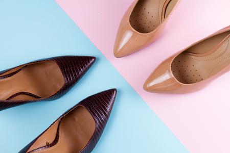 Elegant high heel shoes, top view scene Imagens