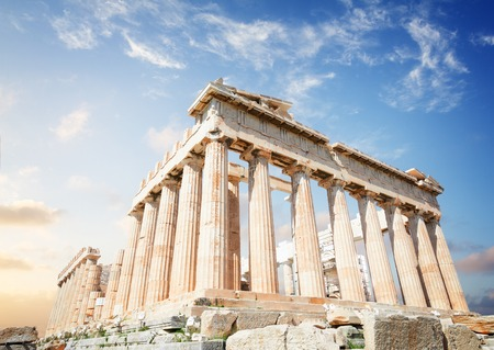 Parthenon temple over sunrise sky background, Acropolis hill, Athens Greece 免版税图像