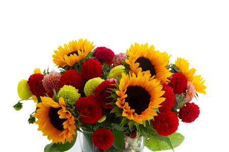 Blumenstrauß der frischen Blumen der Dahlie und der Sonnenblumen lokalisiert auf weißem Hintergrund