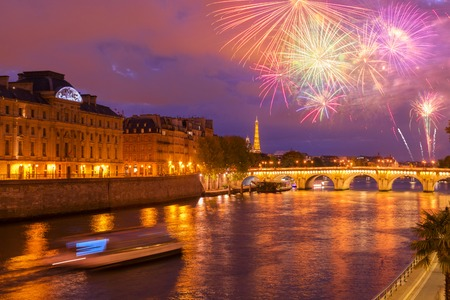 Pont Neuf and Cite island over Seine river with Paris cityscape and fireworks at night, France Stockfoto