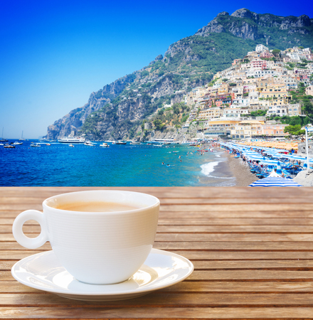 cafe with view of summer Positano old town with sea water, Italy Banque d'images - 121439134