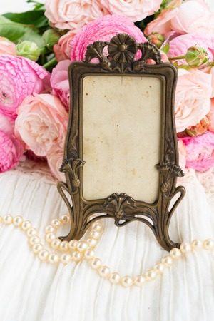 Pink fresh rose and ranunculus flowers and vintage frame with copy space 스톡 콘텐츠