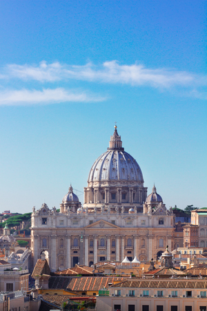 dome of St. Peters cathedral over city of Rome, Italy Фото со стока - 124709791
