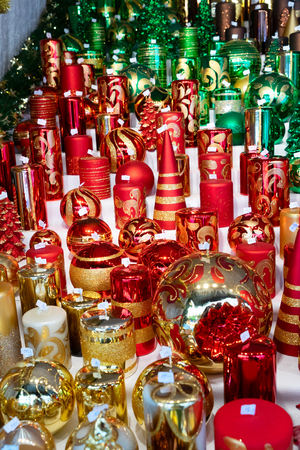 Christmas market kiosk details with christmas tree decorations and candles Banco de Imagens