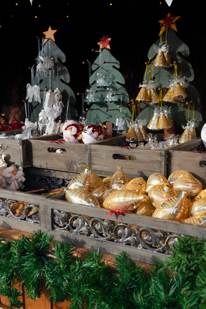 Austrian christmas market kiosk details with wide choice of christmas tree decorations Banco de Imagens