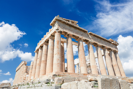 Templo del Partenón sobre el cielo azul brillante Foto de archivo