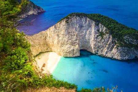 Vista della spiaggia di Navagio, famoso paesaggio dell'isola di Zante, Grecia, toned Archivio Fotografico