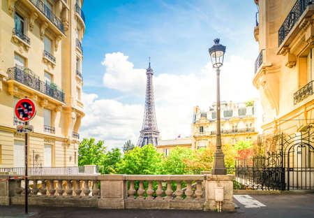 famous Eiffel Tower landmark and Paris city at summer, Paris France with sunshine Banque d'images