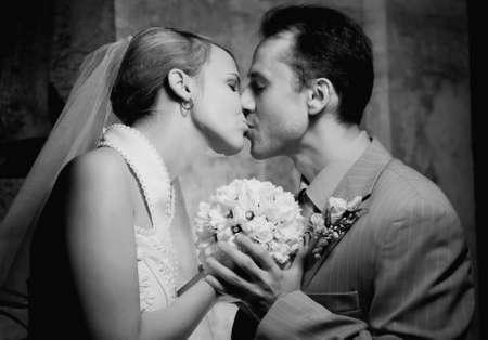 Monocromo imagen de una joven pareja casada  Foto de archivo - 2187051