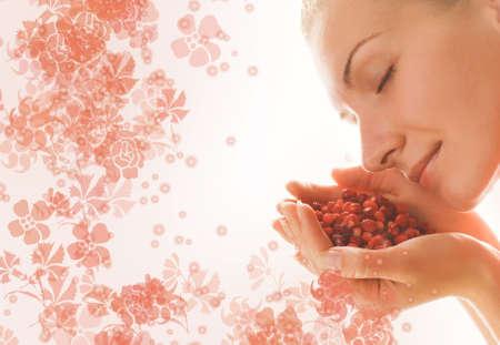 punhado: Beautiful girl with a handful of aromatic berries Banco de Imagens