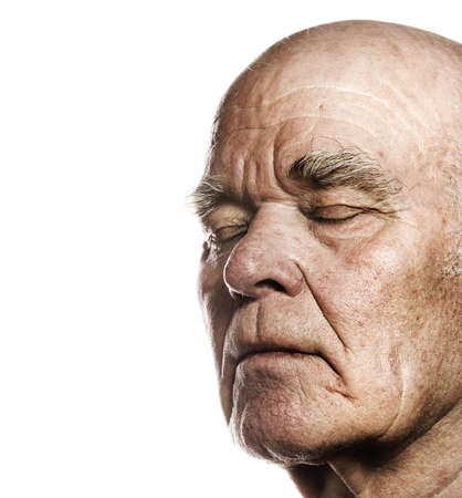 so�ando: Anciano en la cara m�s de fondo blanco  Foto de archivo