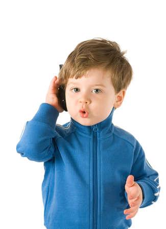 ni�os hablando: Little boy hablar por tel�fono. Aislado en fondo blanco  Foto de archivo