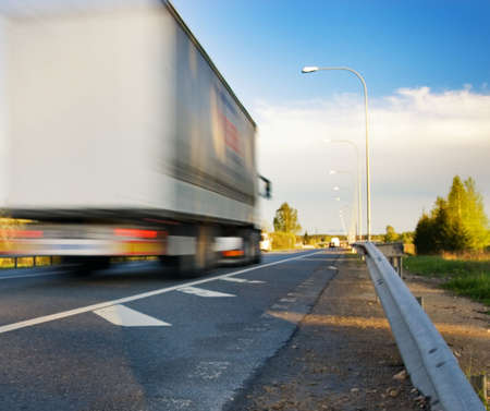 moving truck: Fast moving truck