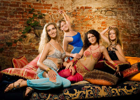 Grupo de mujeres bellas en harén  Foto de archivo - 3246665